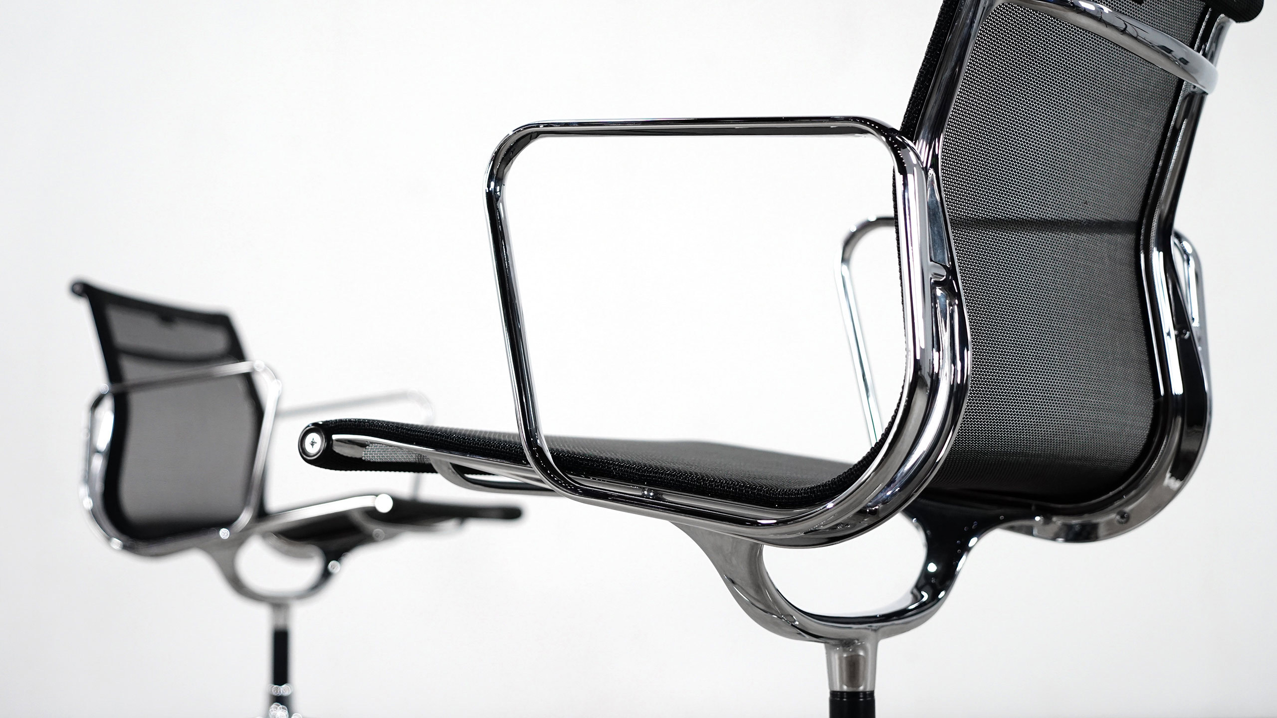 Vitra charles eames alu chair ea108 r sille for Vitra eames prix