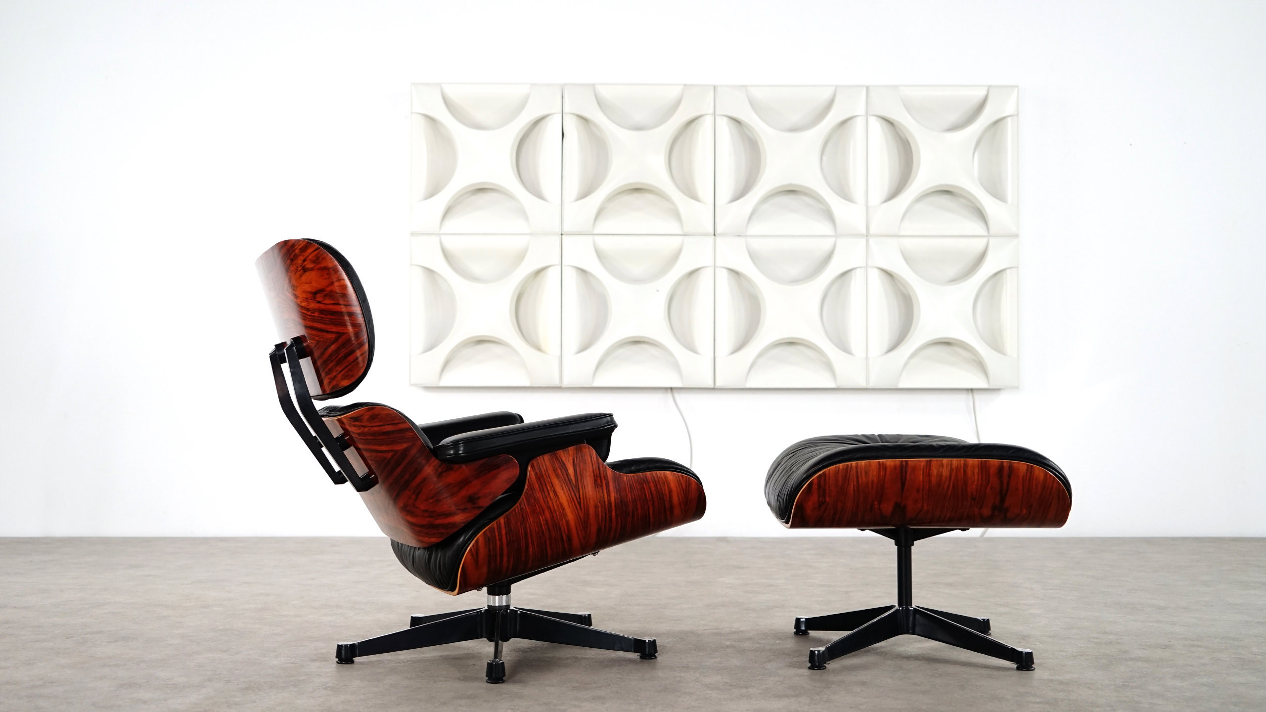 charles eames lounge chair ottoman by vitra. Black Bedroom Furniture Sets. Home Design Ideas