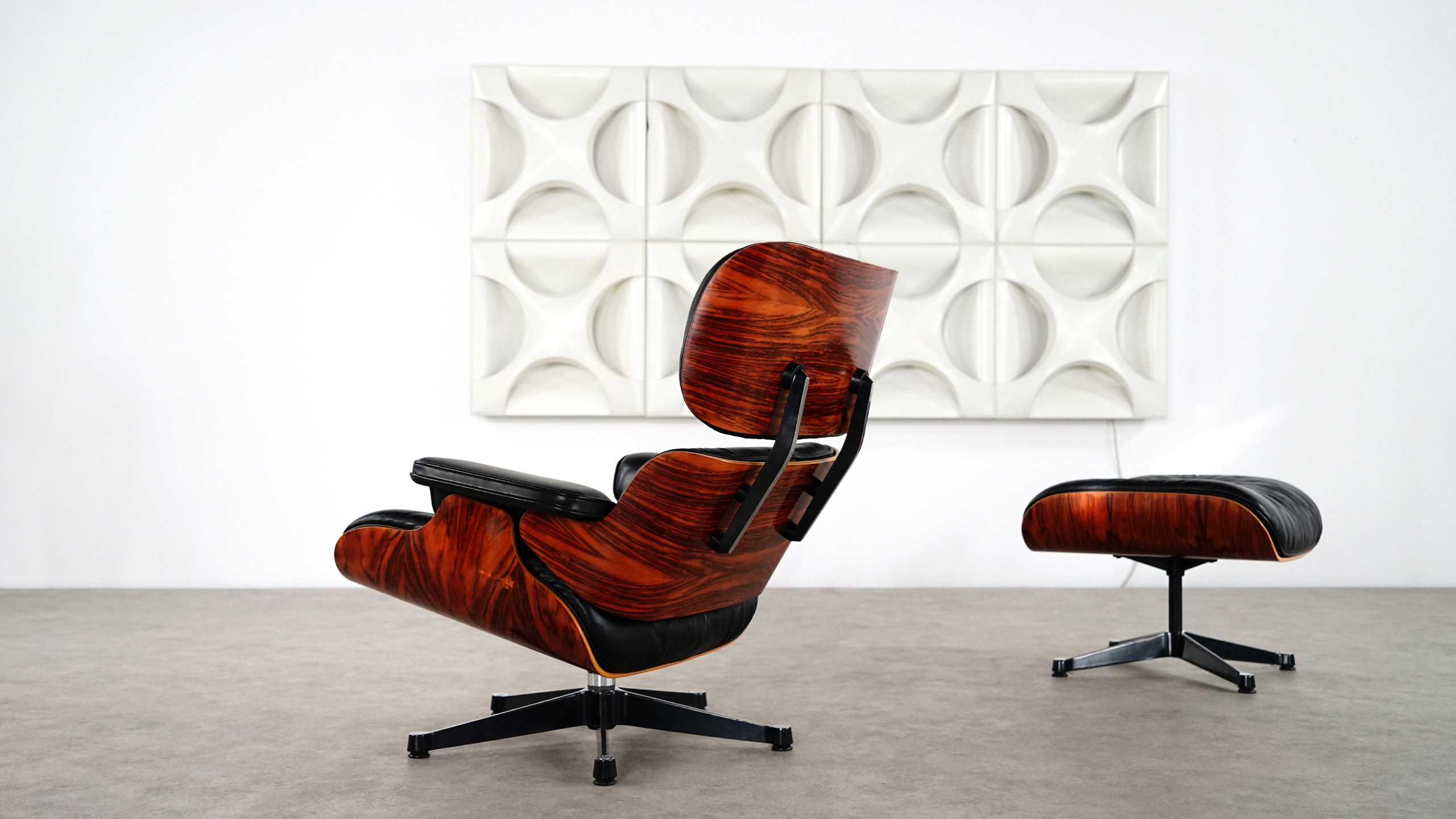 Charles eames lounge chair ottoman by vitra for Charles eames lounge chair nachbildung