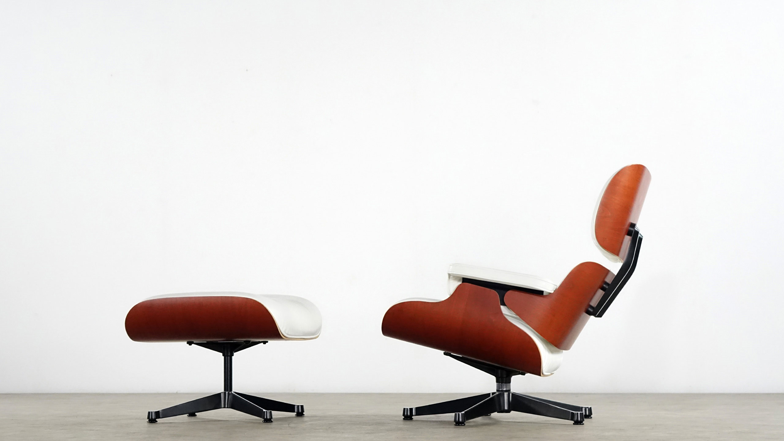 charles eames lounge chair by vitra white leather. Black Bedroom Furniture Sets. Home Design Ideas