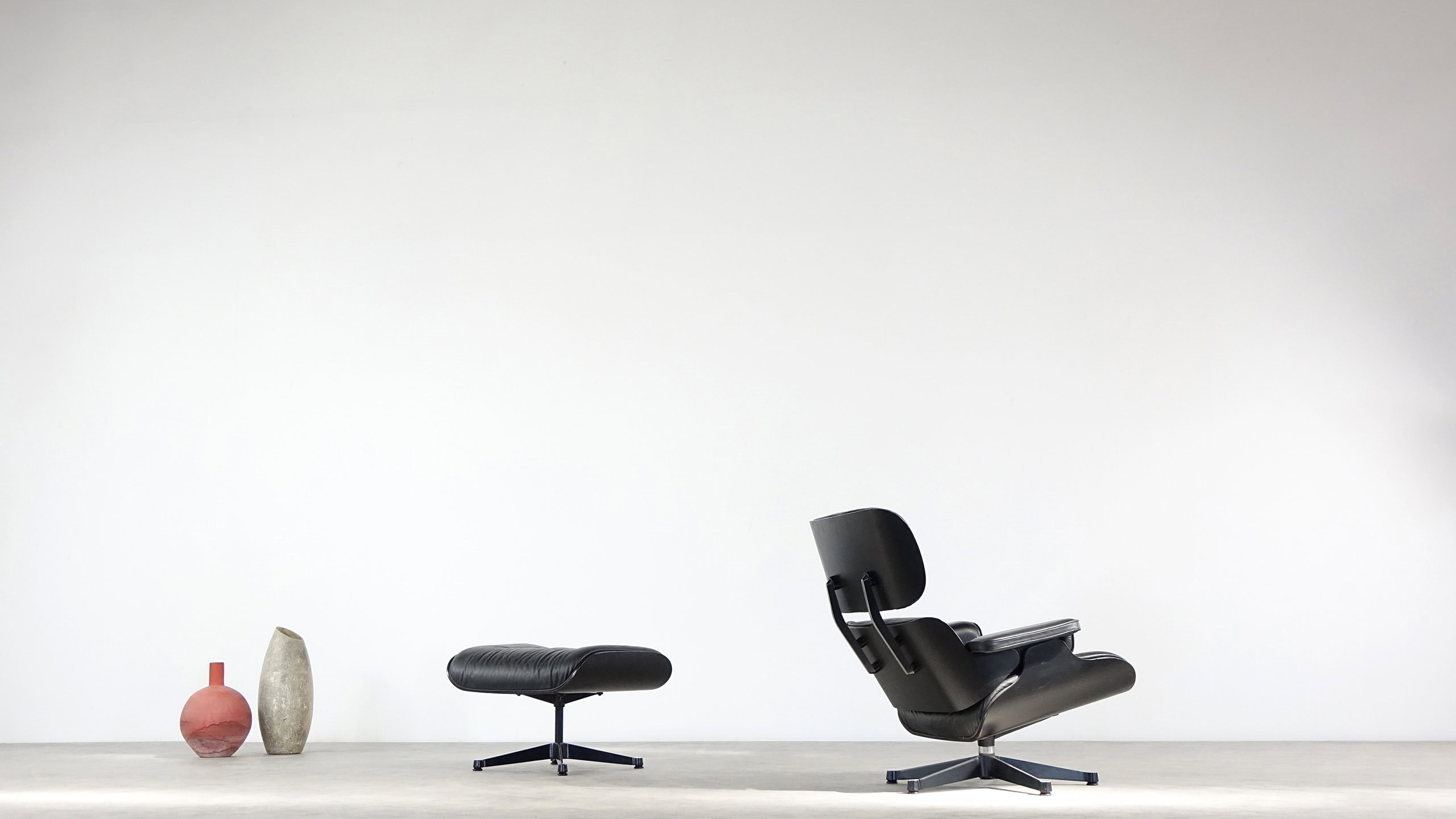 charles ray eames herman miller lounge chair vitra. Black Bedroom Furniture Sets. Home Design Ideas