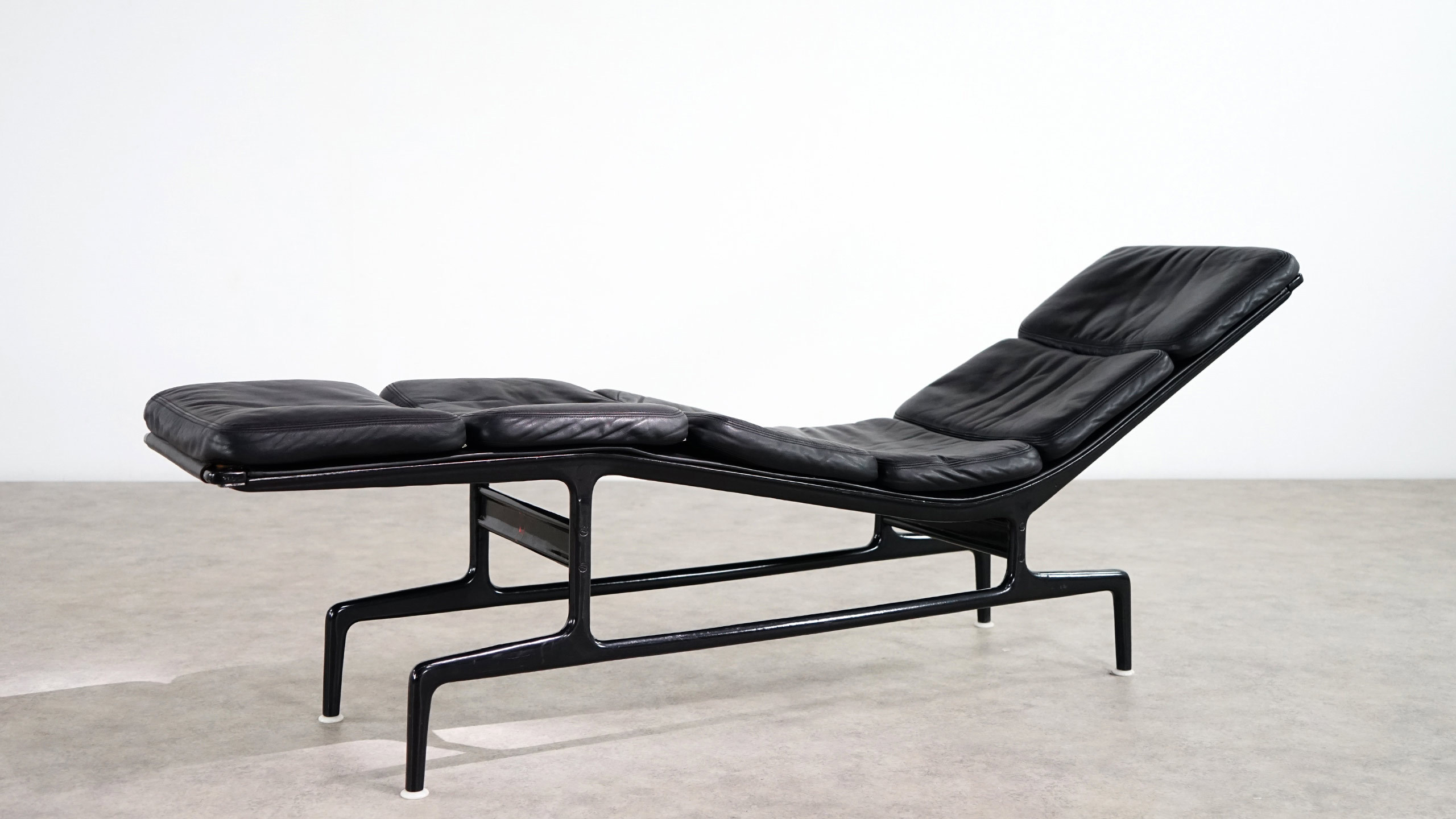 charles eames softpad chaise es106 herman miller. Black Bedroom Furniture Sets. Home Design Ideas