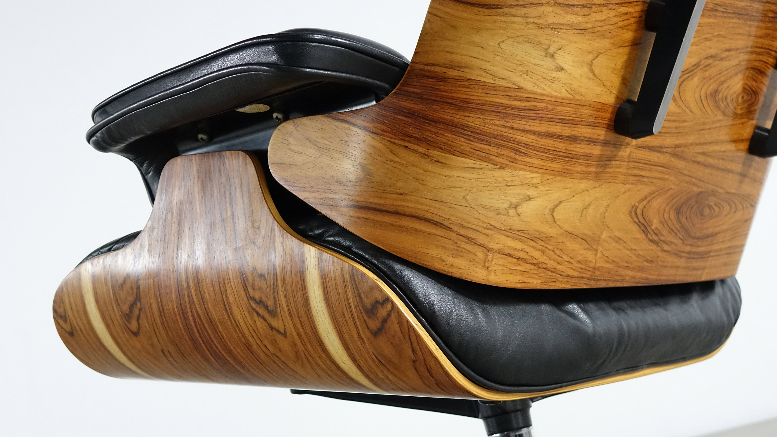 Charles ray eames rosewood lounge chair by vitra for Charles eames prix