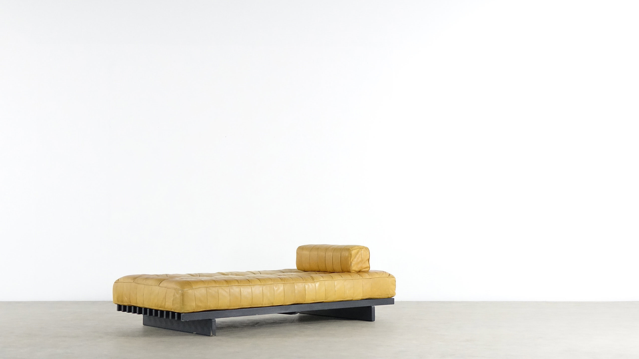 De Sede DS80 Daybed Aniline Leather Sofa Zorrobot