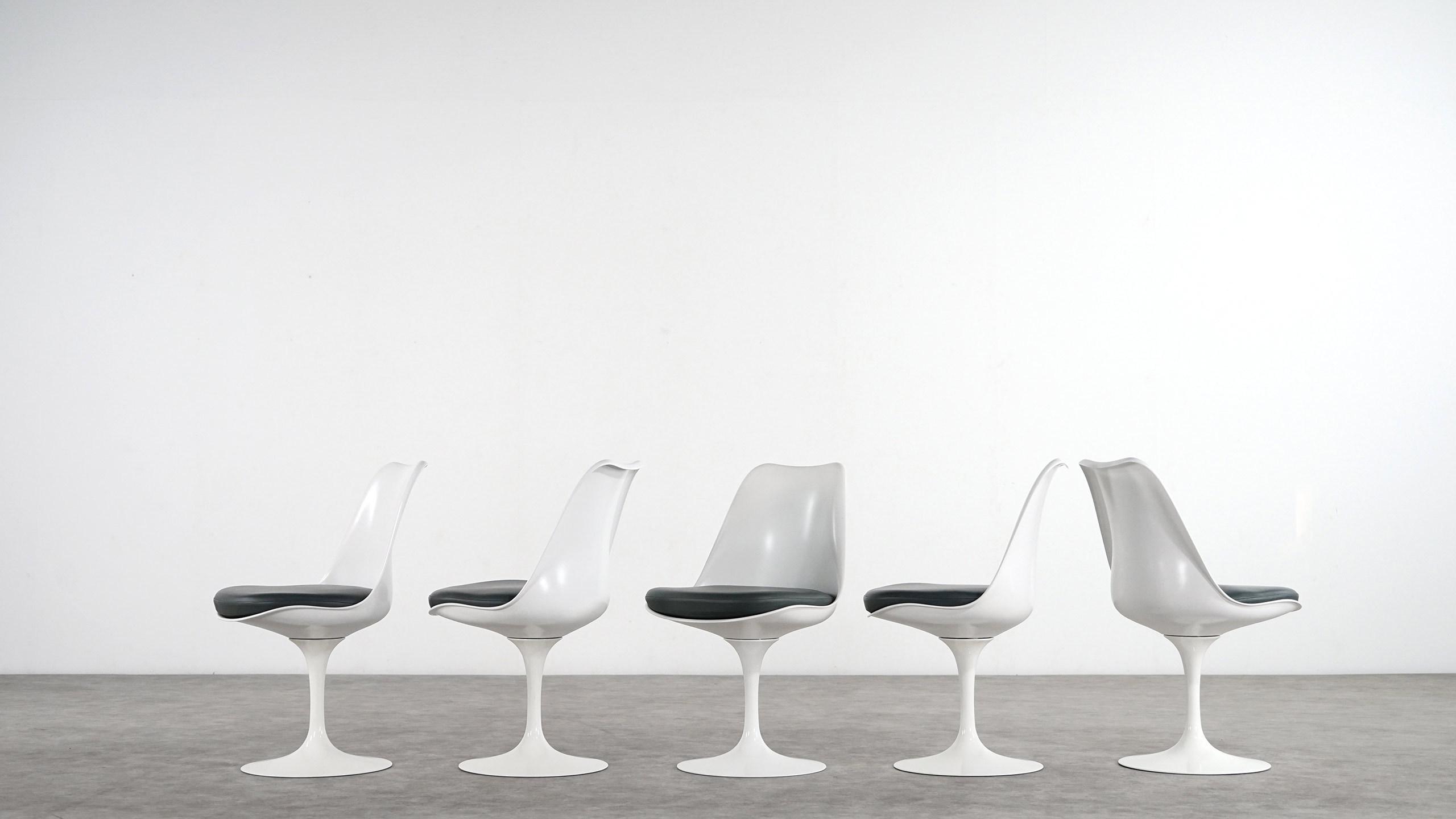 Eero Saarinen Tulip Chair by Knoll International