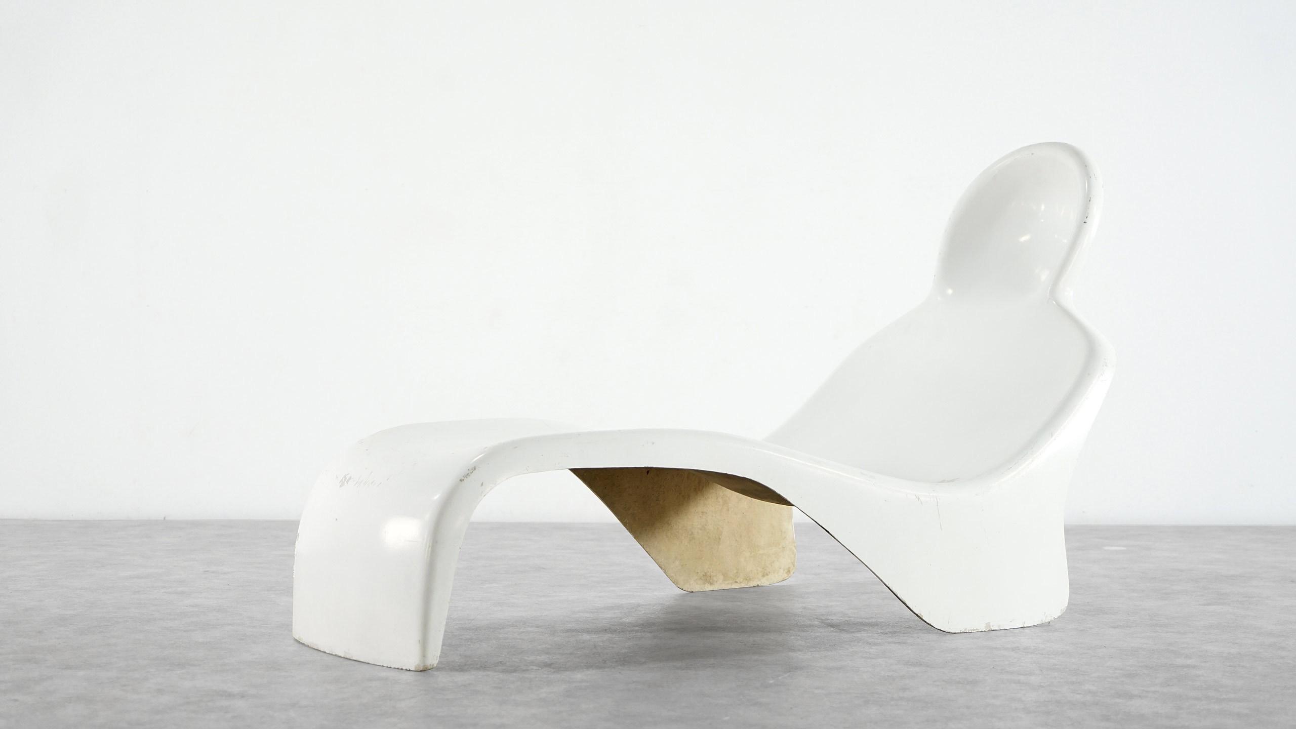 Luigi colani anthropomorphic chaise longue - La chaise longue lampadaire ...