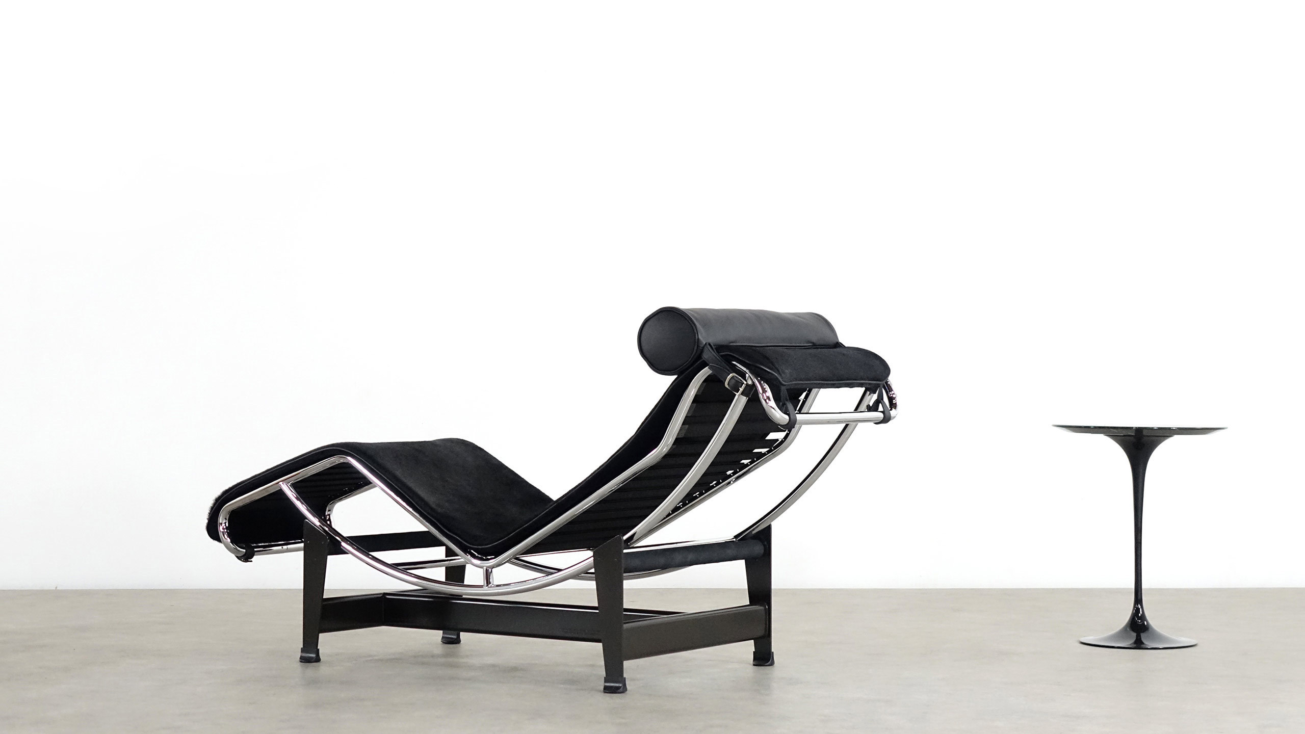Jeanneret Perriand Le Corbusier Lc4 Cassina Liege Zorrobot