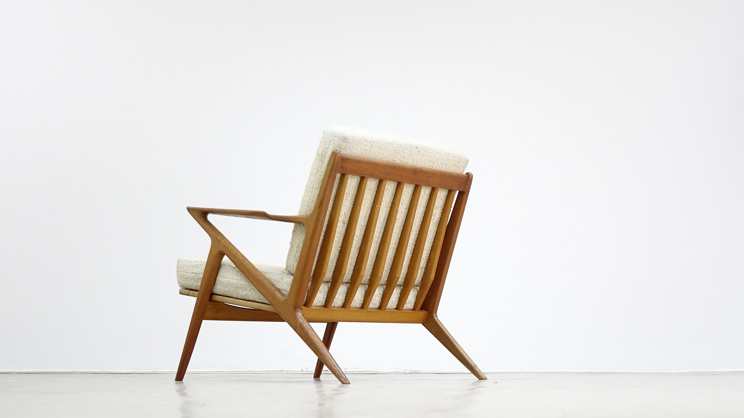 Danish modern selig z lounge chair by poul jensen for Stylish lounge